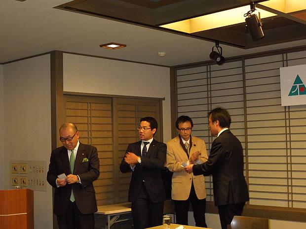 猪口 氏、佐田野 氏、松浦 氏、岩切 氏の4氏が表彰されました