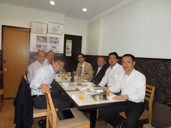 第1グループ 松浦ビジネススキーム研究委員長と会員6名によるディスカッション