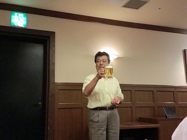 乾杯:岡崎氏